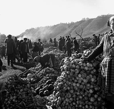 Photograph - Countryside Market by Emanuel Tanjala