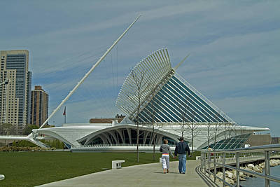 Couple In Front Of Milwaukee Art Museum Art Print by Devinder Sangha