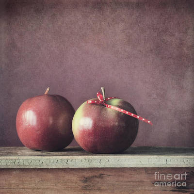 Apple Photograph - Couple by Priska Wettstein