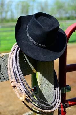 Cowboy Hat Photograph - Cowboy Hat On Fence by Paul Ward