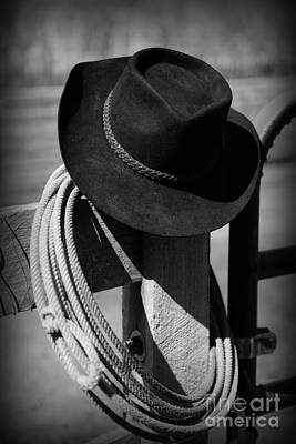 Cowboy Hat On Fence Post In Black And White Art Print by Paul Ward
