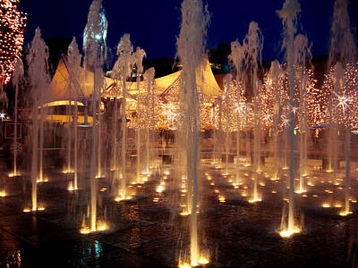 Crown Center Fountain At Christmas Art Print by Ellen Tully