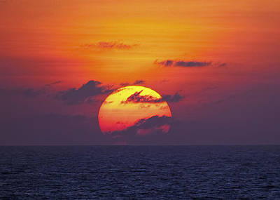 Cruising The Coast Wall Art - Photograph - Cruise Sunset by Daniel Hagerman