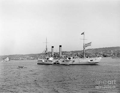 Photograph - Cruiser Chicago by William Haggart