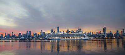 Breakaway Photograph - Cruising The Hudson At Dawn by Bill Cannon