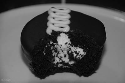 Twinkie Photograph - Cupcake In Black And White by Rob Hans