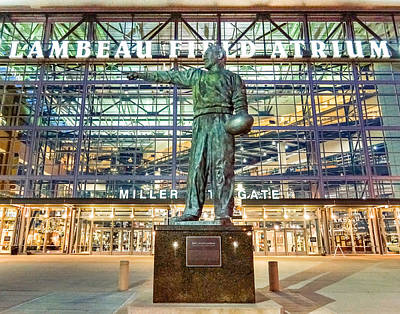 Photograph - Curly At Lambeau by Bill Pevlor