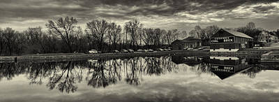 Cushwa Basin C And O Canal Black And White Art Print