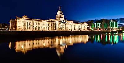 Photograph - Customs House At Night / Dublin by Barry O Carroll