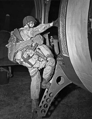 Boarding Photograph - D-day Paratrooper Ready by Underwood Archives