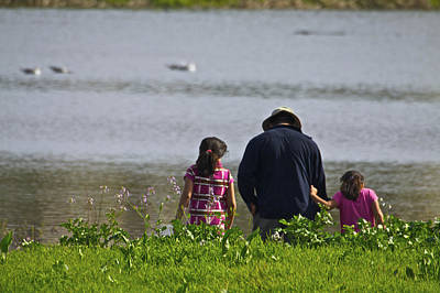 Photograph - Dad And Daughters At The Slough by SC Heffner