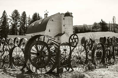 Photograph - Dahmen Barn by Sonya Lang