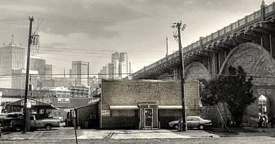 Que Photograph - Dallas Bar-b-que by Doug Shepardson