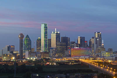 Dallas Skyline Photograph - Dallas Skyline Images 612-1 by Rob Greebon