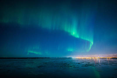 Photograph - Dancing Aurora by Roger Clifford