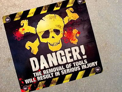 Photograph - Danger by Guy Pettingell