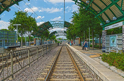 Dart Rail Dallas Zoo Hdr Art Print by Charles Beeler
