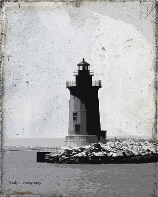 Photograph - De Breakwater Lighthouse by Maureen Cunningham