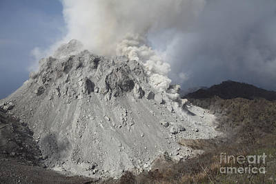 Photograph - Degassing Rerombola Lava Dome by Richard Roscoe