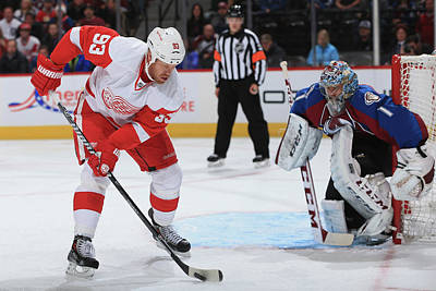 Scoring Photograph - Detroit Red Wings V Colorado Avalanche by Doug Pensinger