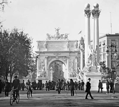 George Dewey Monument Photograph - Dewey's Arch Monument Madison Square New York 1900 by A Gurmankin