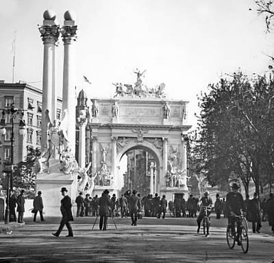 George Dewey Monument Photograph - Dewey's Arch New York City 1900 Vintage Photograph by A Gurmankin