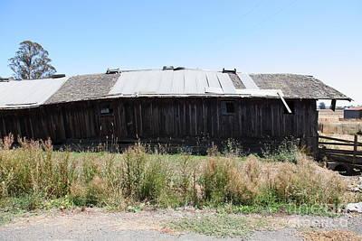 Photograph - Dilapidated Ranch In Petaluma California 5d24411 by Wingsdomain Art and Photography
