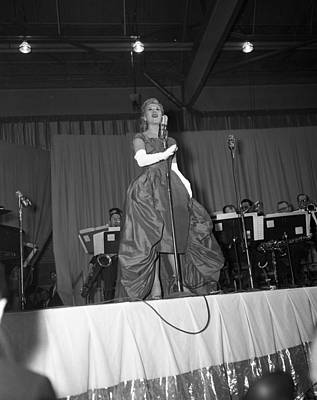 Big Band Photograph - Dinah Shore In 1958 by Retro Images Archive