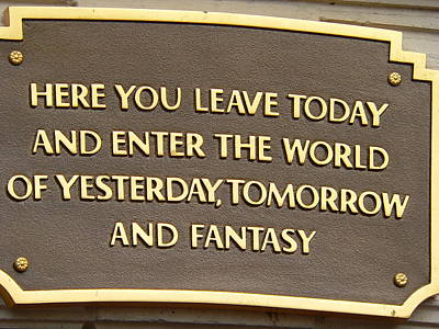 Photograph - Disneyland Entrance Sign by Jeff Lowe