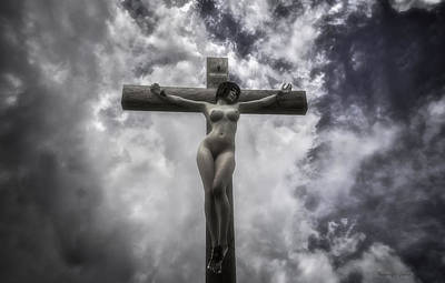 Crucifixion Wall Art - Digital Art - Donna Crocifissa by Ramon Martinez