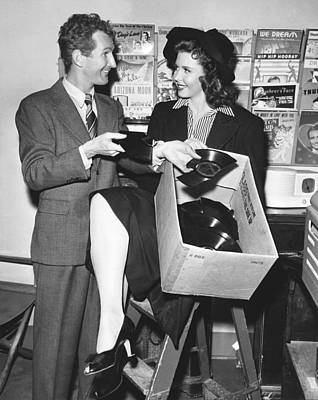 Personalities Photograph - Doodles Weaver And Ann Miller by Underwood Archives