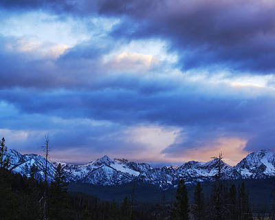 Sawtooth Mountain Art Photograph - Dramatic And Beautiful Sawtooth Sunset by Vishwanath Bhat