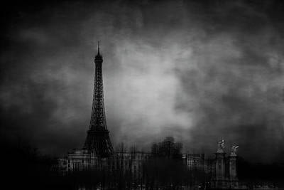 Eiffel Tower Wall Art - Photograph - Dreaming Of Paris by Jose C. Lobato