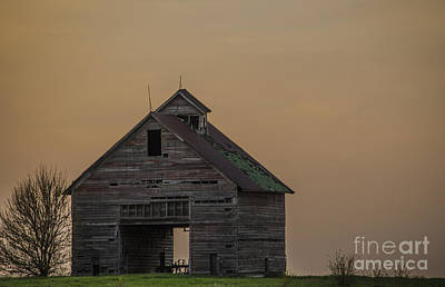 Photograph - Drive-thru Barn At Dusk Odell Illinois by Deborah Smolinske