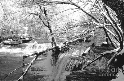 Photograph - Duck River At Old Stone Fort by   Joe Beasley