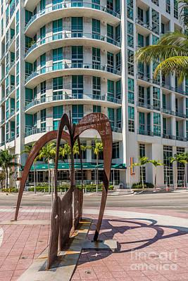 Duenos Do Las Estrellas Sculpture - Downtown - Miami Art Print