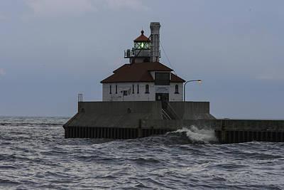 Duluth Digital Art - Duluth Lighthouse Two by Gary Rieks
