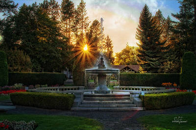 Photograph - Duncan Gardens Water Fountain by Dan Quam