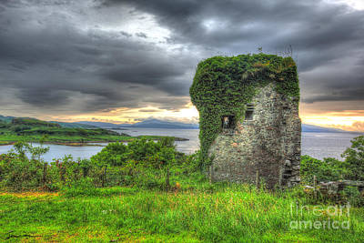 Traci Law Photograph - Dunollie Castle At Sunset by Traci Law