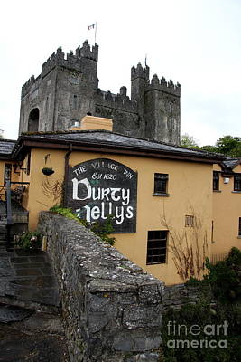 Durty Nellys And Bunraty Castle Art Print