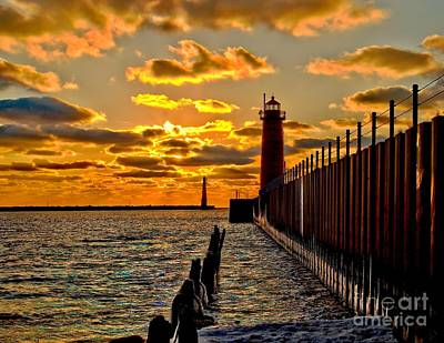 Muskegon Lighthouse Wall Art - Photograph - Dusk At Muskegon Pierhead by Nick Zelinsky