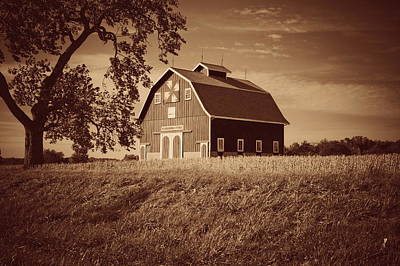 Photograph - Dutch Colonial Quilt Barn In Sepia by Virginia Folkman
