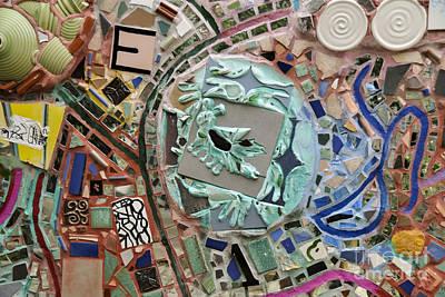 Nyc Subway Mosaic Photograph - E Bee by Gary Keesler