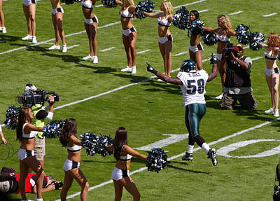 Photograph - Eagles' Trent Cole by Greg Graham