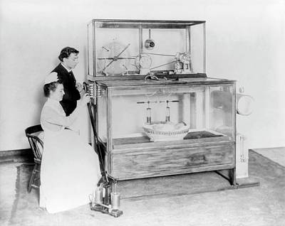 Premature Babies Photograph - Early 20th Century Incubator by Library Of Congress