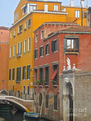 Photograph - Earth Tones Of Venice by Suzanne Oesterling
