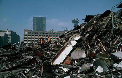 Earthquake Damage In Mexico City Art Print