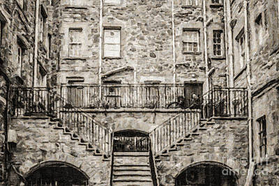 Digital Art - Edinburgh Close by Liz Leyden