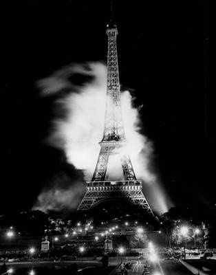 Vintage Eiffel Tower Photograph - Eiffel Tower Beautiful At Night. by Retro Images Archive