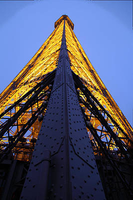 Eiffel Tower - Paris France - 01137 Art Print
